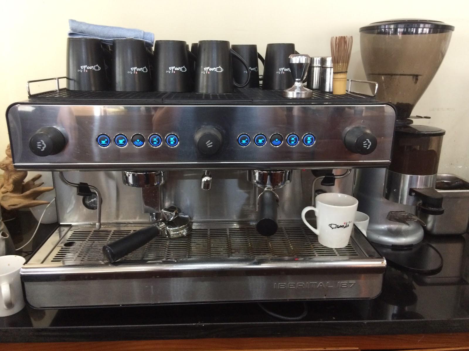 Máy pha cà phê bán tự động